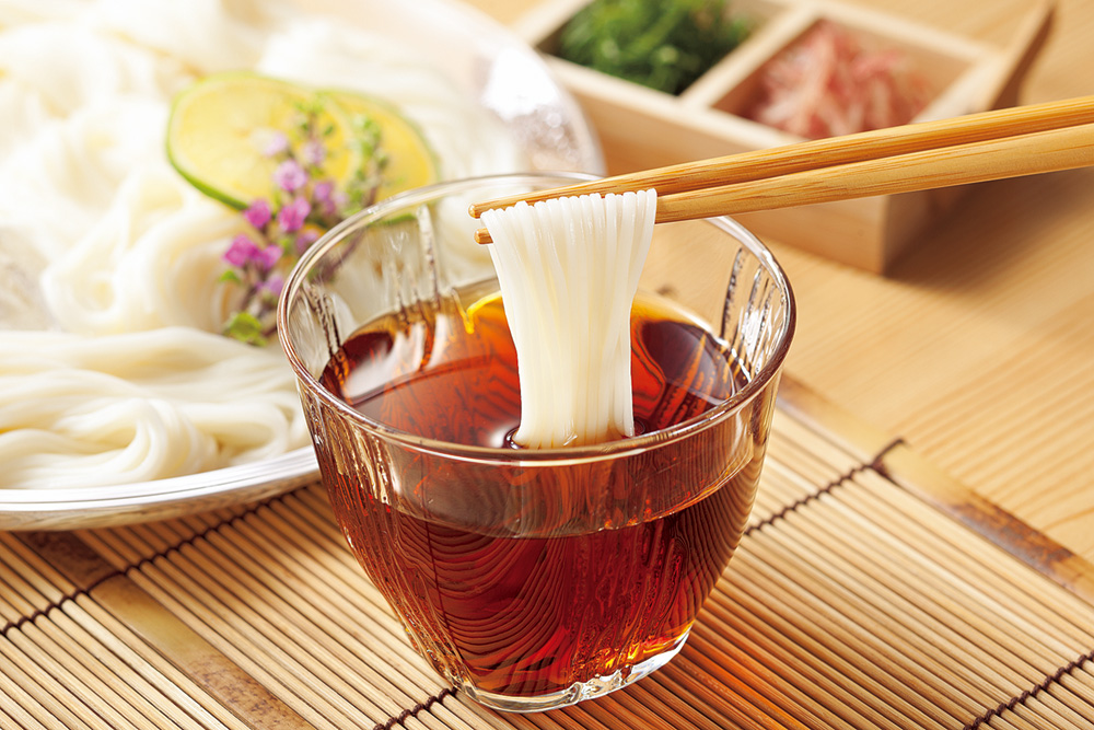 写真:めんつゆと素麺